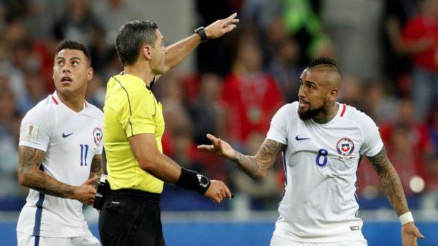 Gol de Eduardo Vargas fue anulado tras cotejar con cámaras tecnológicas. (AFP)