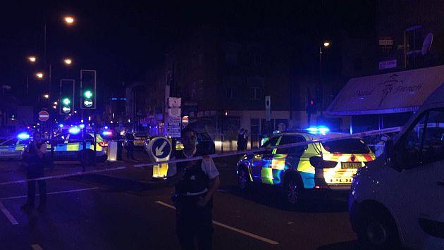 Londres: Una furgoneta embistió a varias personas y detuvieron a un sospechoso. (USI)