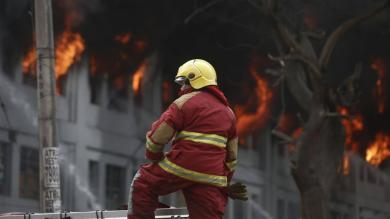Incendio en Las Malvinas: Bomberos intentan rescatar a personas atrapadas [FOTOS Y VIDEO]