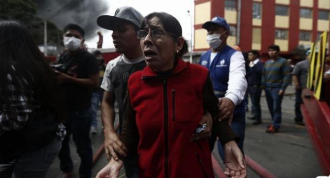 Las crueles condiciones de trabajo han sido expuestas tras el incendio que ya lleva tres días. (Foto: Renzo Salazar)