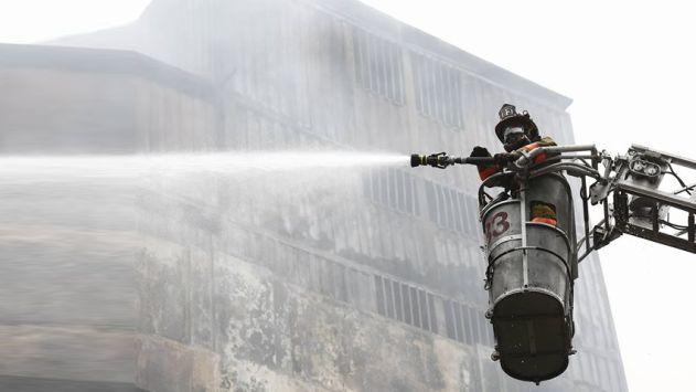 Incendio en Las Malvinas: Continúa el peligro en el quinto día de labores [FOTOS]