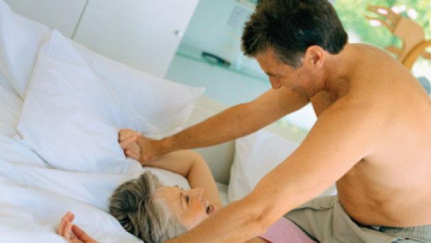 Estudio revela los beneficios del sexo después de los 50. (Getty)