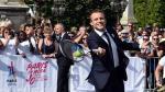 El presidente de Francia, Emmanuel Macron, jugó un poco de tenis para promover los Juegos Olímpicos en París (AFP).