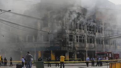 Incendio en Las Malvinas: Se reavivó el fuego en el quinto piso de galería 'Nicolini' [FOTOS]