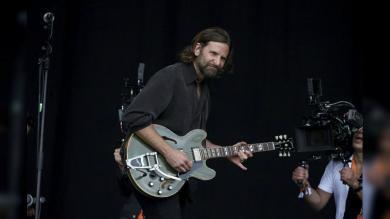 Bradley Cooper alborotó el Festival de Glastonbury con su presentación [FOTOS]