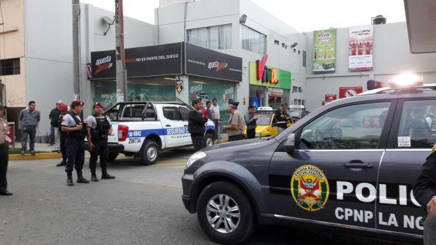 Hampones asaltaron local Apuesta Total ubicado en un grifo de la ciudad de Trujillo. (Alan Benites)