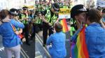 Londres: Novia de una policía le pide matrimonio en plena marcha del Orgullo Gay [VIDEO] - Noticias de novia