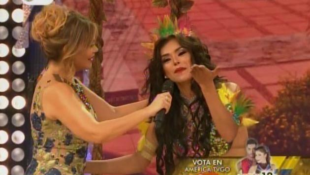 La modelo junto a Gisela Valcárcel en plena emisión de 'El gran show'. (Captura de Canal 4)