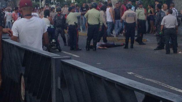 Venezuela: Tiroteo deja una mujer asesinada y tres heridos durante votación simbólica (Twitter/@MENAMARY)