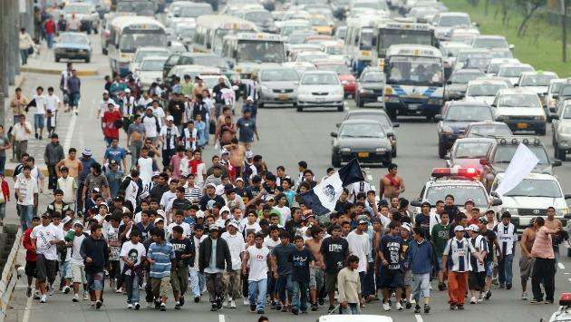 Varios barristas fueron trasladados a la comisaría de San Juan de Miraflores. (USI)