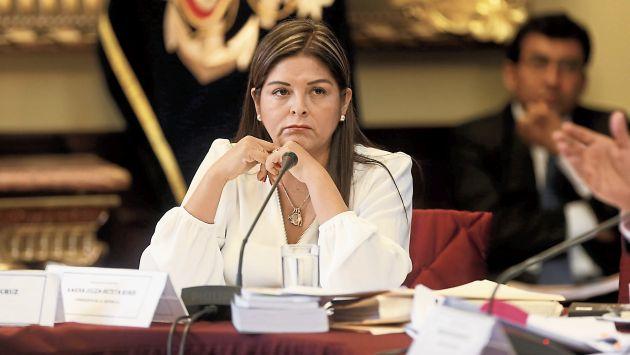Karina Beteta Rubín (USI)