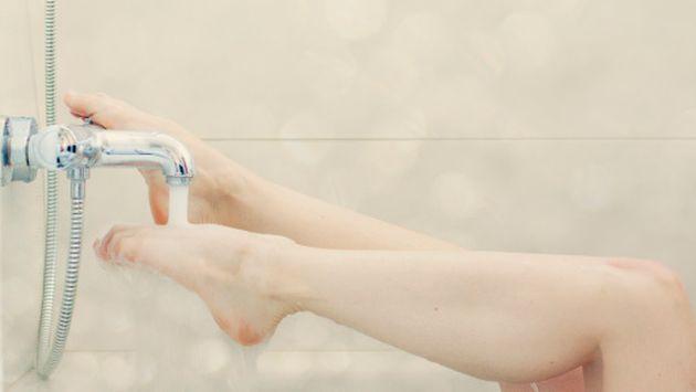 Tener cuidado al practicar la depilación total, es uno de los consejos que nos da la especialista. (Getty)