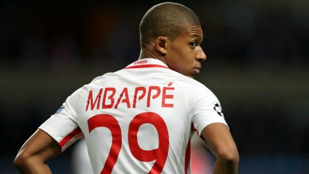 """El dirigente señaló que hay """"demasiada presión mediática"""" alrededor de Mbappé. (AFP)"""