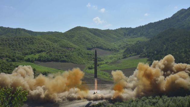 Corea del Norte realizó el disparo de un nuevo misil balístico que cayó en el mar de Japón (Efe).