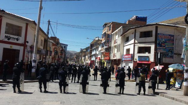 Huancavelica: Cinco estudiantes heridos tras enfrentamiento con la policía (Facebook/Radio Master Mix)