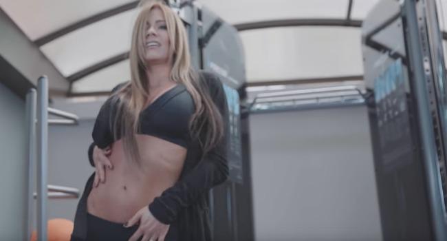 Esperanza Gómez, la famosa actriz porno colombiana, tiene un canal de Youtube, que es de autoayuda para parejas.