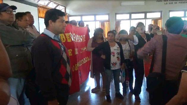 En desacuerdo. Dirigentes del SUTE afirman que ellos no son representados por el CEN del Sutep.