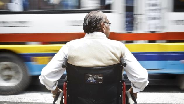 Ley N°30119 consiste en el derecho que tiene el trabajador de las empresas públicas y privadas, a una licencia para la asistencia médica y terapia de rehabilitación de su familiar con discapacidad.