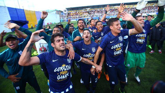 Hinchas de Alianza Lima reciben al campeón del Torneo Apertura 2017. (USI)