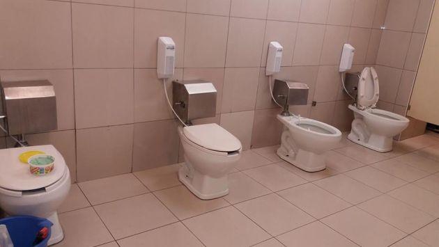 Metro: Cliente va al baño pero se sorprende al notar que inodoros no tienen separadores. (Facebook/Christian Alexander)