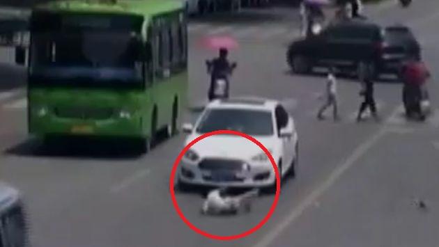 El menor tuvo que ser auxiliado por el conductor. (ATV)
