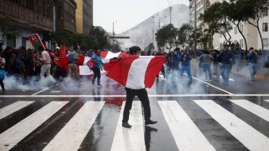 Profesores en huelga y policías se enfrentaron en la avenida Abancay [FOTOS y VIDEO]