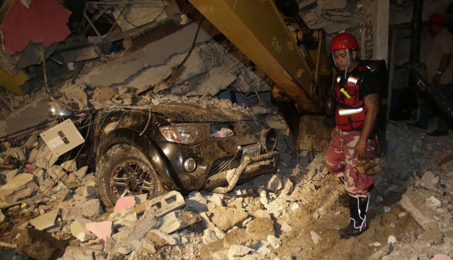 Ecuador: Al menos 246 muertos y 2,527 heridos por terremoto de 7,8 grados [Fotos]