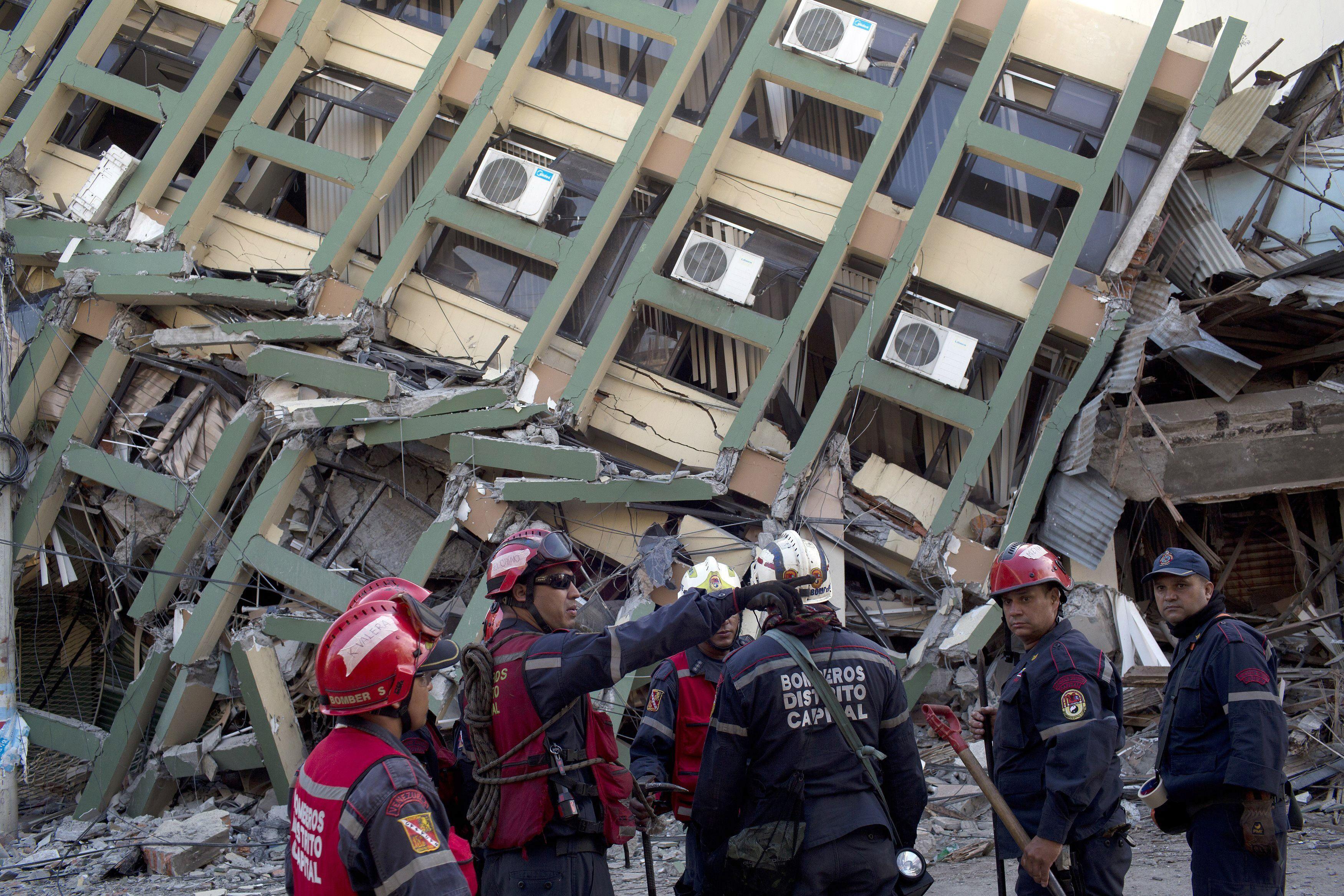 Ecuador: Aumentaron a 413 los muertos por terremoto de 7.8 grados [Fotos]