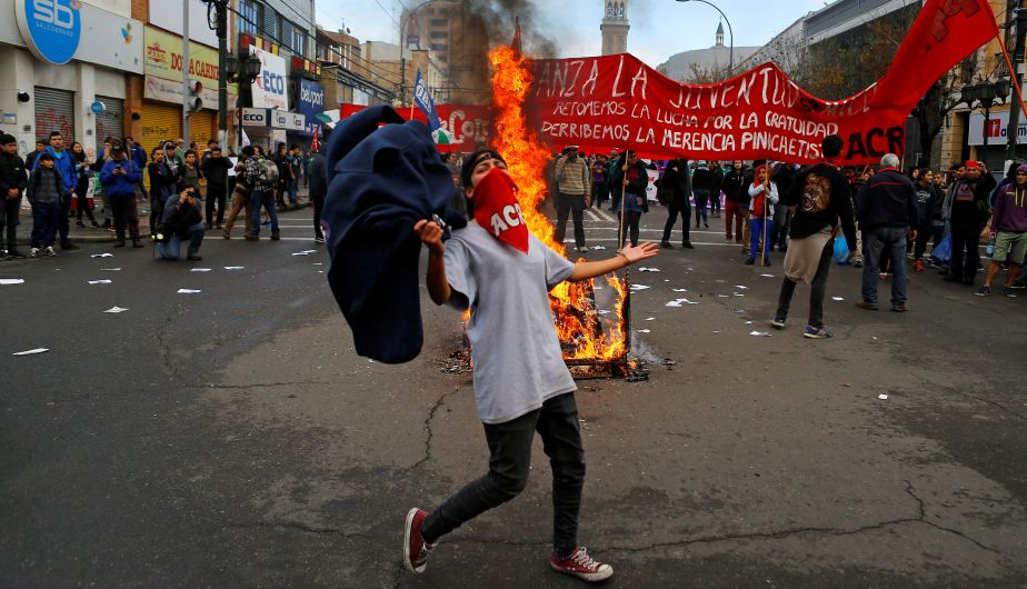 Chile: Incendio intencional en Valparaíso dejó un muerto durante discurso de Michelle Bachelet [Fotos]