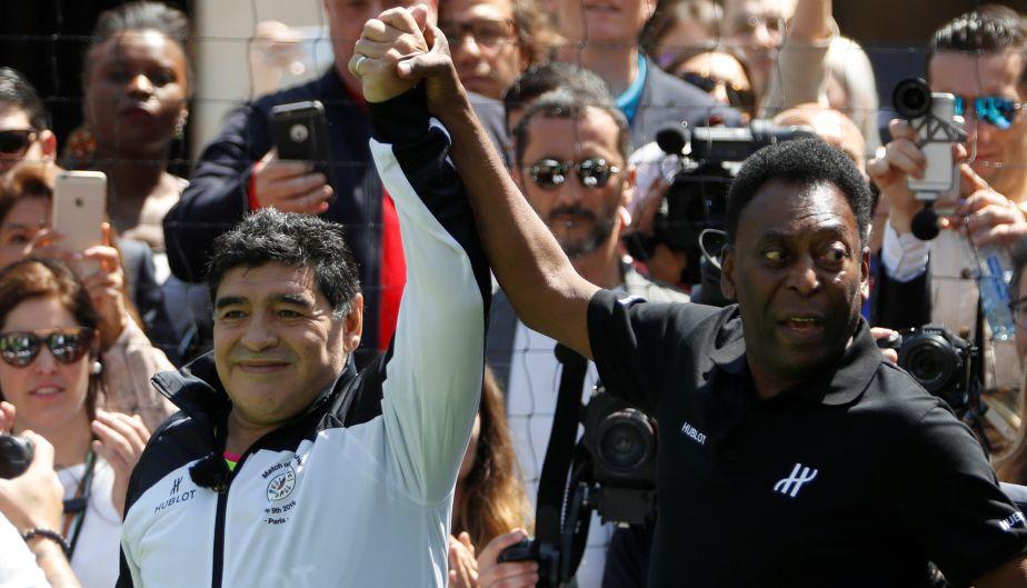 Pelé y Diego Maradona estuvieron en París y con un abrazo terminaron su 'enemistad' de varios años